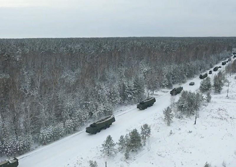Торжественная церемония заступления на боевое дежурство очередного ракетного полка, оснащённого ракетным комплексом «Ярс» мобильного базирования, состоялась в Алтайском крае.