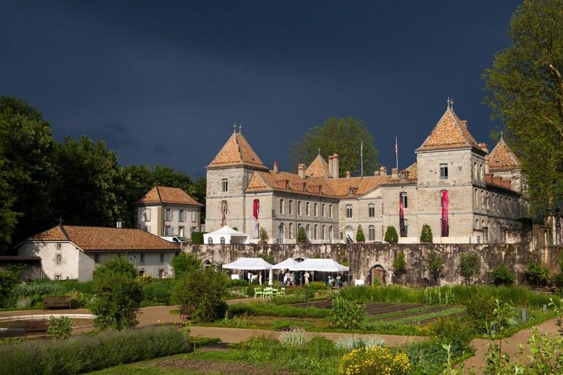 Получив большое наследство от своей покойной тётушки, принц Луи Жозеф Наполеон перебирается в замок Пранжэн неподалёку от Лозанны, где спокойно живёт до самой своей смерти в 1932 г.