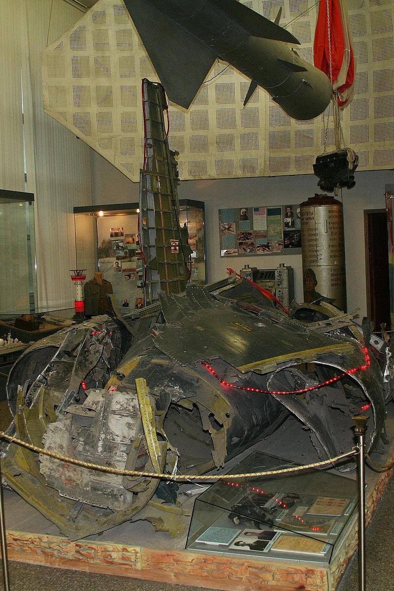 Обломки американского самолёта-шпиона U-2, пилотируемого Френсисом Пауэрсом.