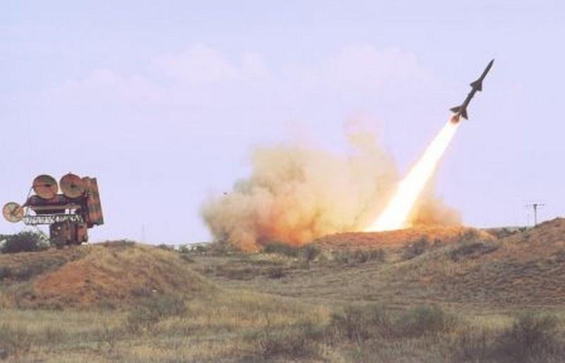 Пуск ракеты зенитной ракетной системы С-75.