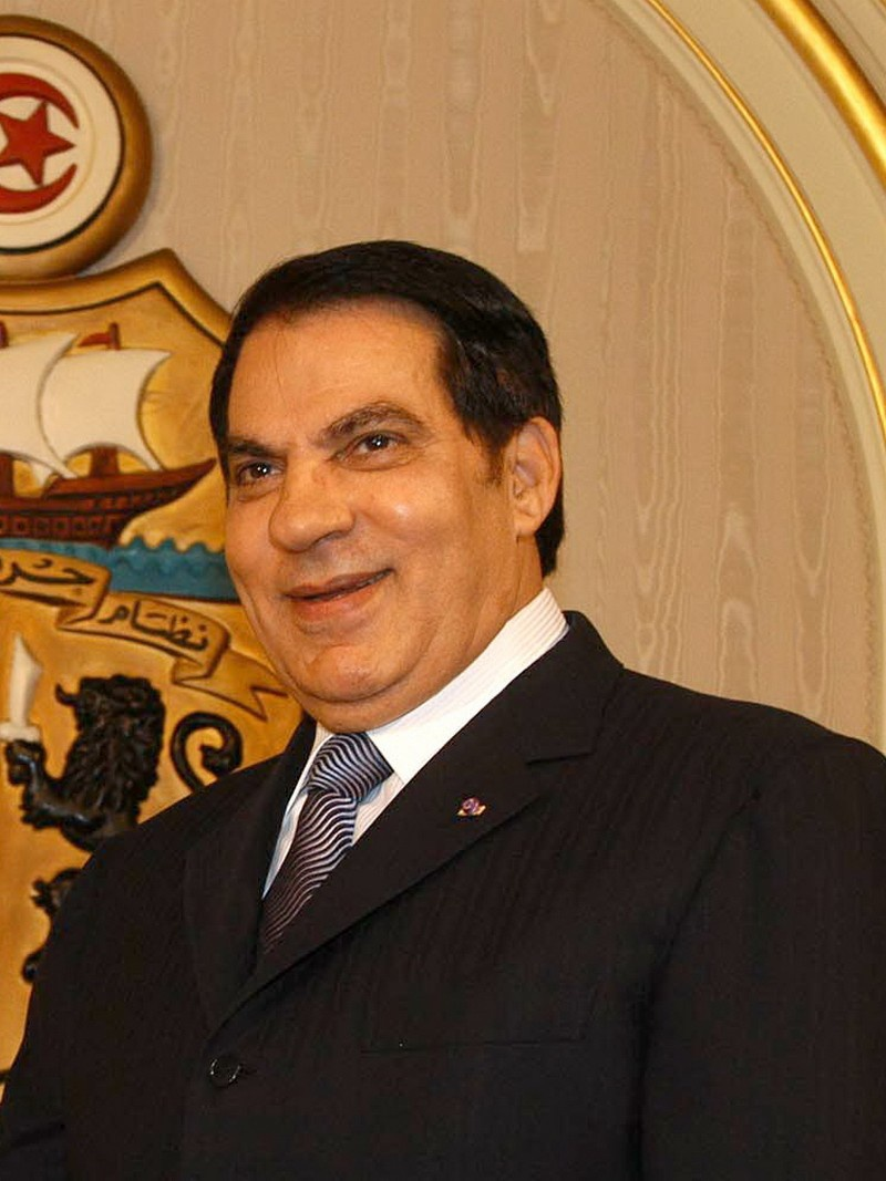 Президент Туниса Зин аль-Абидин Бен Али бежал в Саудовскую Аравию вместе с домочадцами.
