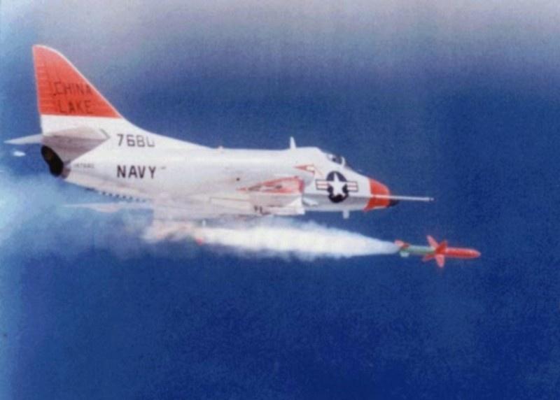 Запуск ракеты «Шрайк» с самолёта Дуглас A-4C «Скайхок».