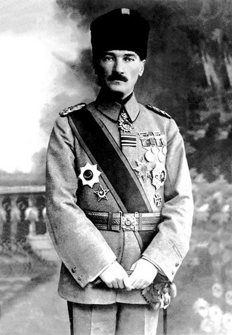 Мустафа Кемаль Ататюрк, в то время командующий 7-й турецкой армией (1918).
