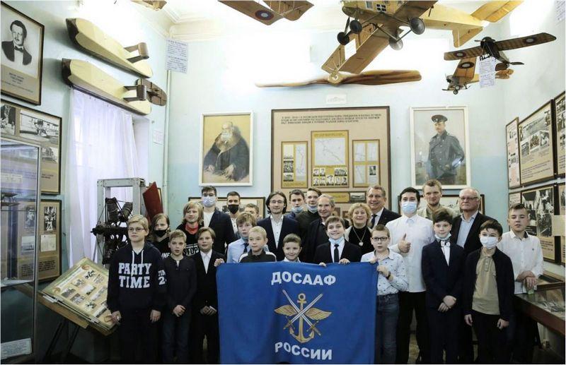После проведения фестиваля по аэрокосмической робототехнике в Центральном доме авиации и космонавтики ДОСААФ России.