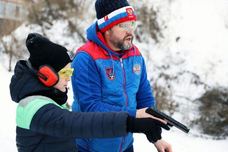 Стрелки военно-спортивного центра «Волк» из Тамбова осваивают навыки практической стрельбы.