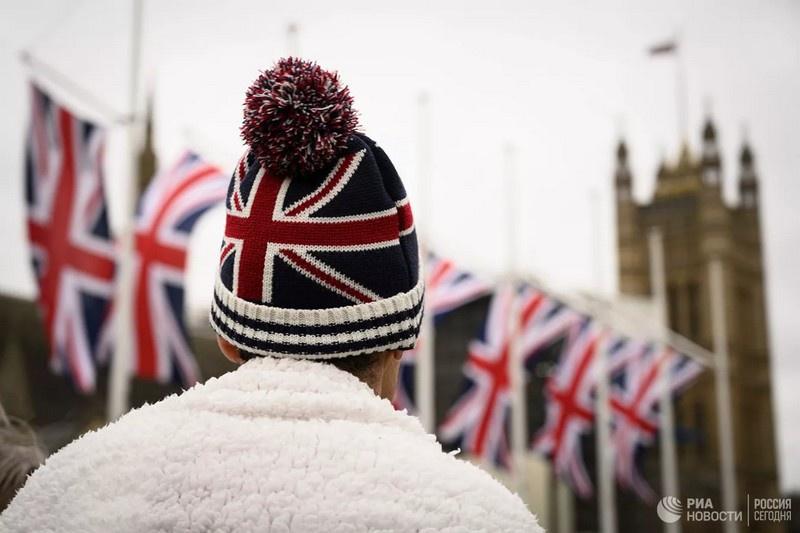 Сделка избавит британских покупателей от существенного скачка цен на продукты из Европы, которого они могли бы ожидать, если бы Великобритания ввела свой новый тарифный режим на импорт из ЕС объёмом в десятки миллиардов фунтов.