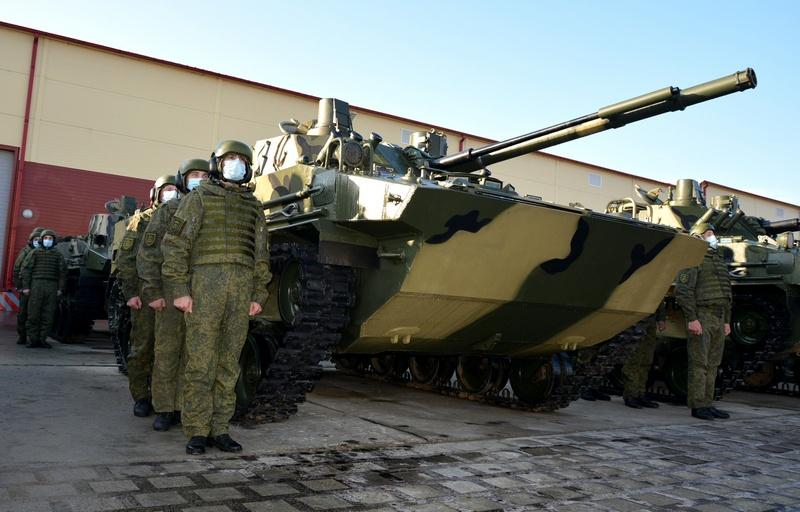 Недавно новый батальонный комплект усовершенствованной техники поступил на вооружение в гвардейский Кубанский казачий десантно-штурмовой полк, расквартированный в Новороссийске.