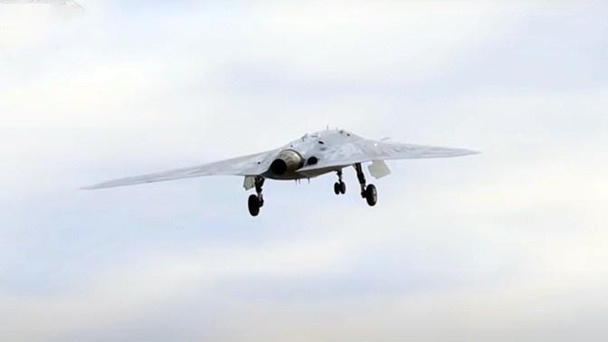 Прошёл испытания и тяжёлый ударный беспилотник С-70 «Охотник».