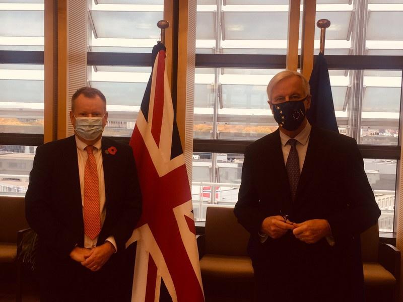 Переговорщикам Мишелю Барнье от ЕС и Дэвиду Фросту от Королевства буквально до ноября этого года не удавалось преодолеть основные разногласия.
