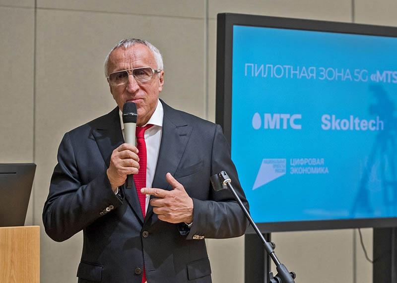 Ректор Сколтеха Александр Кулешов не понимает разницы между токарем и слесарем.
