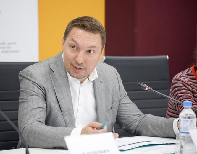 Так называемый интернет-омбудсмен Дмитрий Мариничев считает, что Путин должен уйти, а Великую Победу в Великой Отечественной пора забыть.