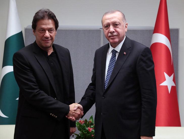 В конце сентября 2019 года Эрдоган и премьер-министр Пакистана Имран Хан договорились создать англоязычный телеканал для борьбы с исламофобией на Западе.