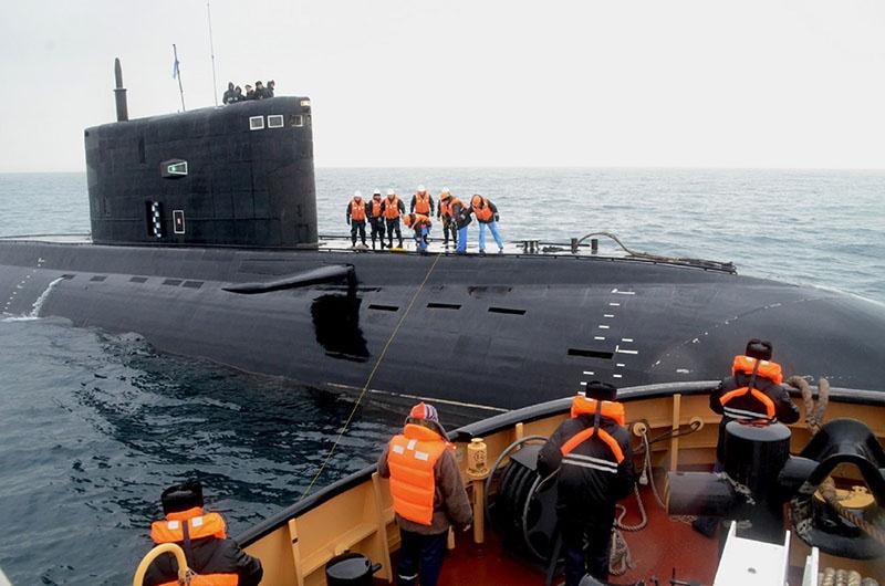 Оказание помощи подводной лодке.