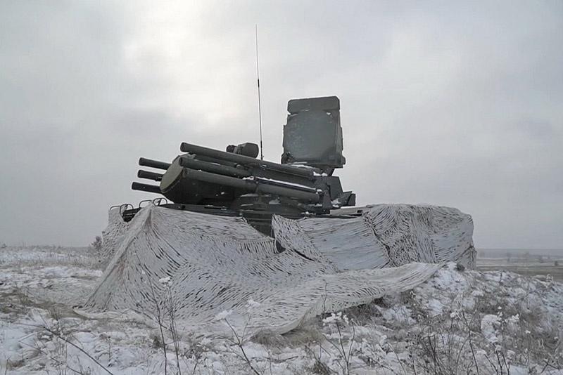 На завершающем этапе учения беспилотники были обнаружены и условно уничтожены расчётами зенитных ракетных комплексов «Тор-М1» и «Панцирь-С».