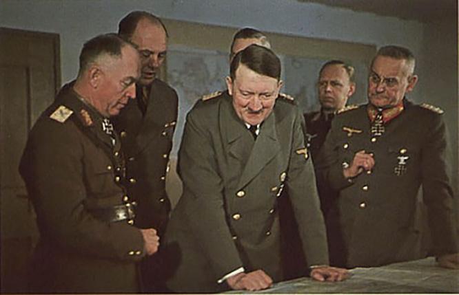 Начальник Генерального штаба сухопутных войск вермахта Франц Гальдер (справа от Гитлера)сделал неплохую карьеру в США.