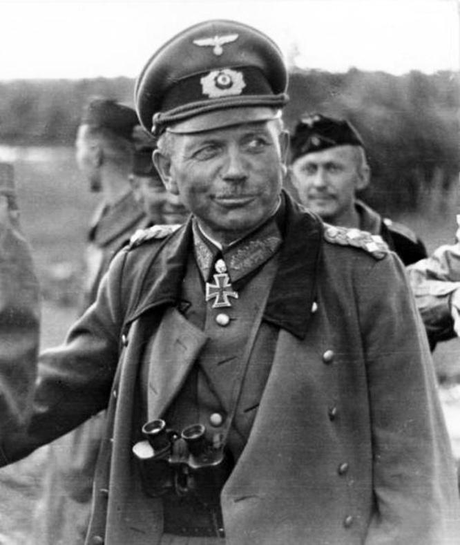 Генерал Хайнц Гудериан стал в 1950-х военным советником при восстановлении вооружённых сил в Западной Германии.