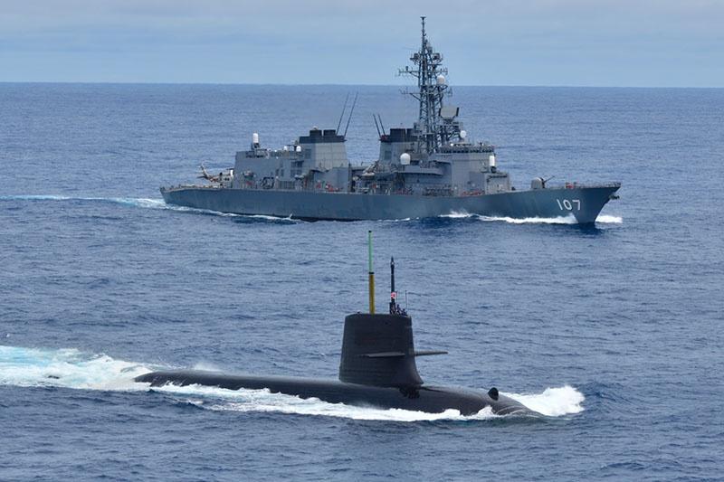 Если бы Итуруп с Кунаширом были японскими, добро на проход на этот плацдарм иностранным кораблям, подводным лодкам и авианосцам регламентировали бы законы Страны восходящего солнца.