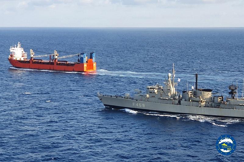 Греческий военный корабль продолжительное время преследовал российское грузовое судно.