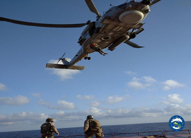 На борт российского грузового судна «Адлер» высадились подразделения спецназа ВМС Греции.