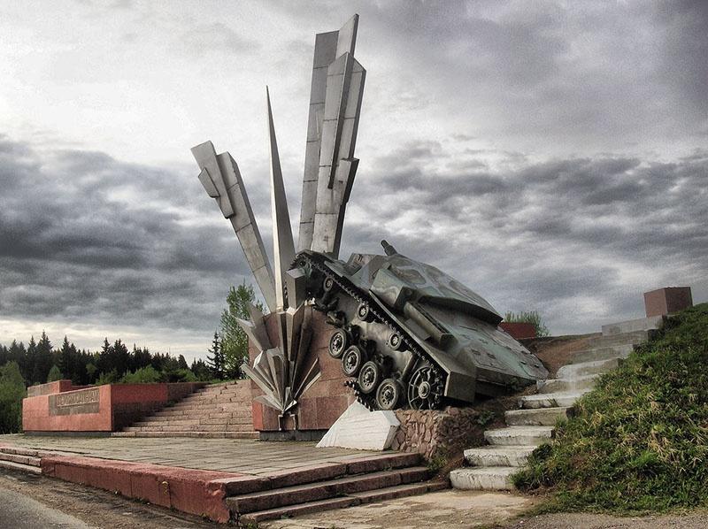 Монумент «Взрыв» на 114-м километре Волоколамского шоссе.