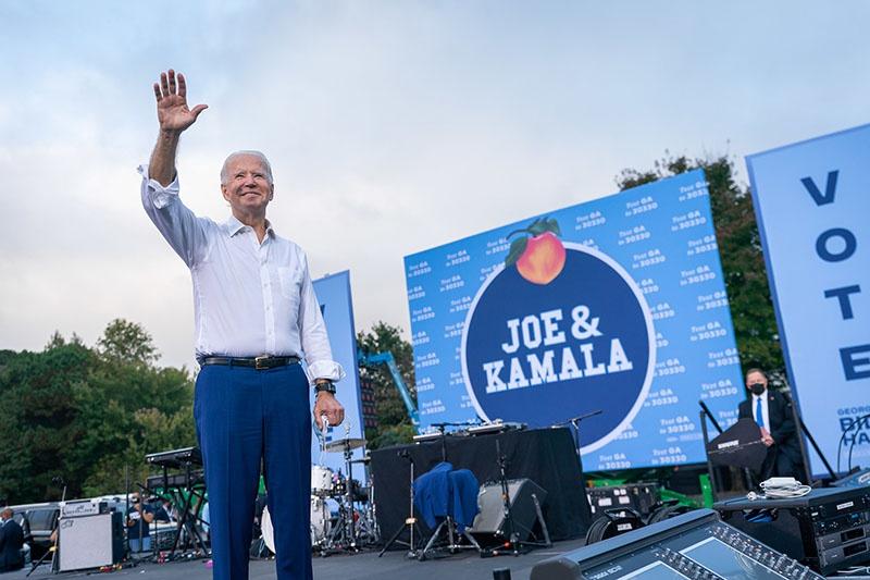 Байден в ходе выборной кампании не раз заявлял о намерении активно защищать интересы страны в международной торговле и противодействовать растущему влиянию Китая.
