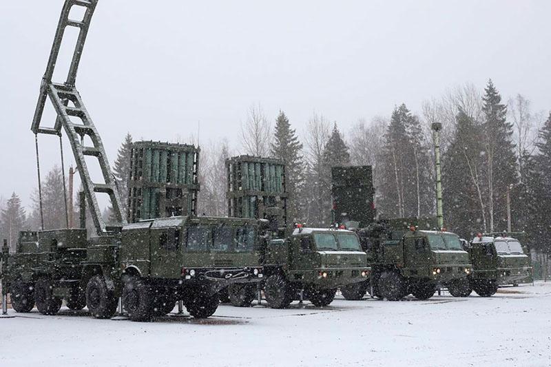 Планируется перевооружить первый полк на новейший зенитный ракетный комплекс С-350 «Витязь».