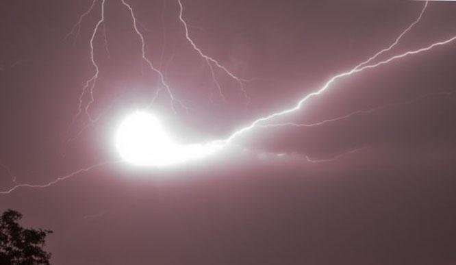 Шаровая молния оставляет след, в котором присутствуют химические элементы и соединения, отсутствующие в воздухе.