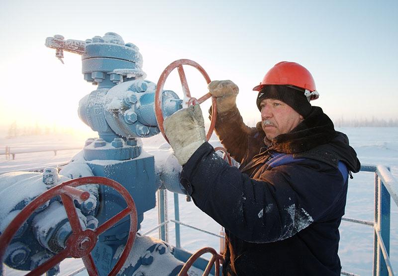 Знает ли Навальный, как работают нефтяники и газовики в условиях полярной зимы, когда минус 50 и порывы ветра 30 метров в секунду?