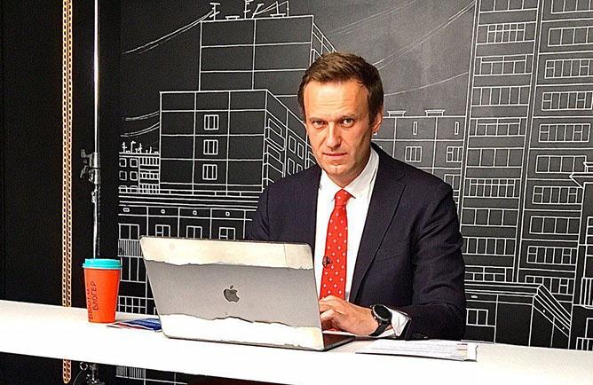 Обычный гонорар такого рода «расследователя», а им выступал Навальный, - это по меньшей мере 10-15% от общей суммы.