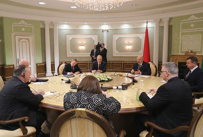 Переговоры Лукашенко с Государственным секретарём США Майклом Помпео. Перейдя к политике многовекторности, главный противовес России Лукашенко видел в США.