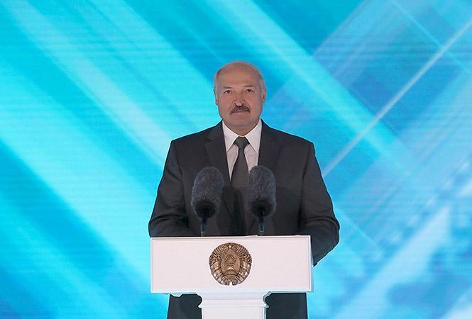 Белорусская государственность построена вокруг фигуры Лукашенко - вытащи его и всё посыплется.