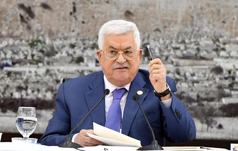 Палестинской национальной администрацией руководит избранный пятнадцать лет назад Махмуд Аббас, ему за 80 лет, он пользуется израильской поддержкой, а его семья быстро богатеет.