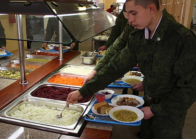 Около 300 солдатских столовых в Центральном военном округе теперь обеспечены новым оборудованием для приготовления пищи.