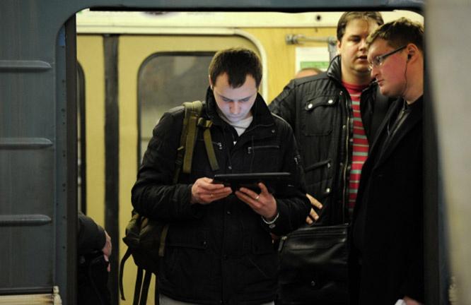 «Хомячки» не только сидят в соцсетях, но и ездят в метро.