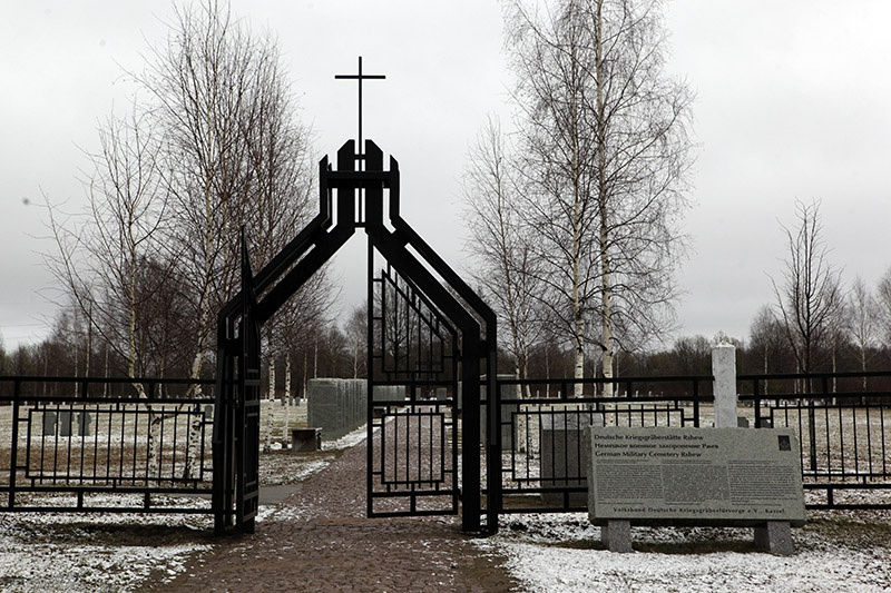 Немецкое воинское кладбище наокраинеРжева. Здесь покоятся останки более 40 тысячсолдат вермахта.