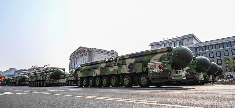 Отказ республиканской администрации взять обязательство не применять ядерное оружие в первом ударе заставило Москву и Пекин встать на путь усовершенствования своего ракетно-ядерного арсенала.