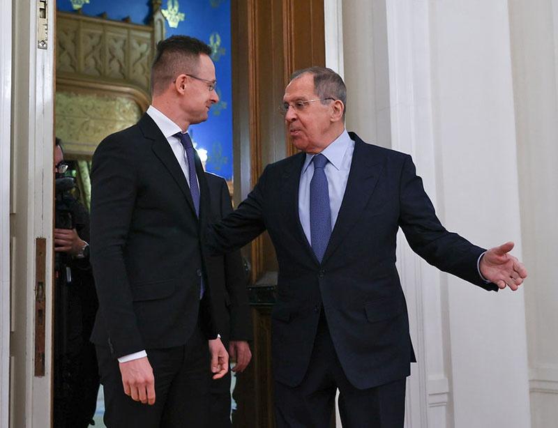 Министр внешнеэкономических связей и иностранных дел Венгрии Петер Сиярто назвал «двойными стандартами» призывы некоторых европейских политиков отказаться от сотрудничества с Россией.
