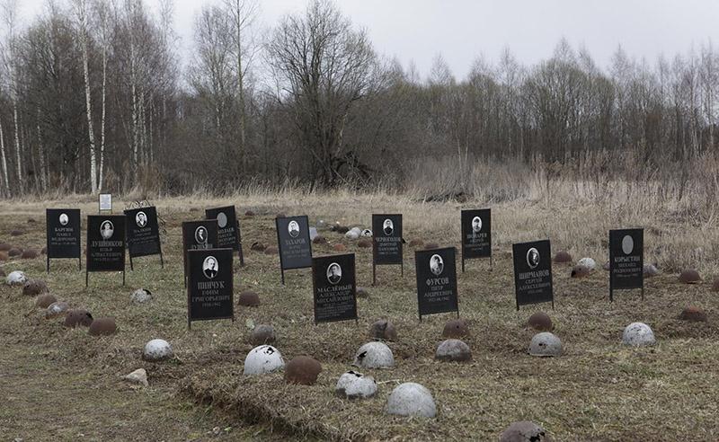 Захоронение советских воинов в деревне Веригино под Ржевом.