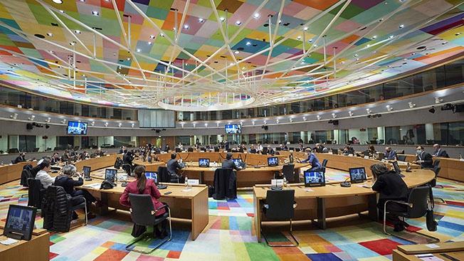 Евросоюз в роли сказочного Тяни-Толкая