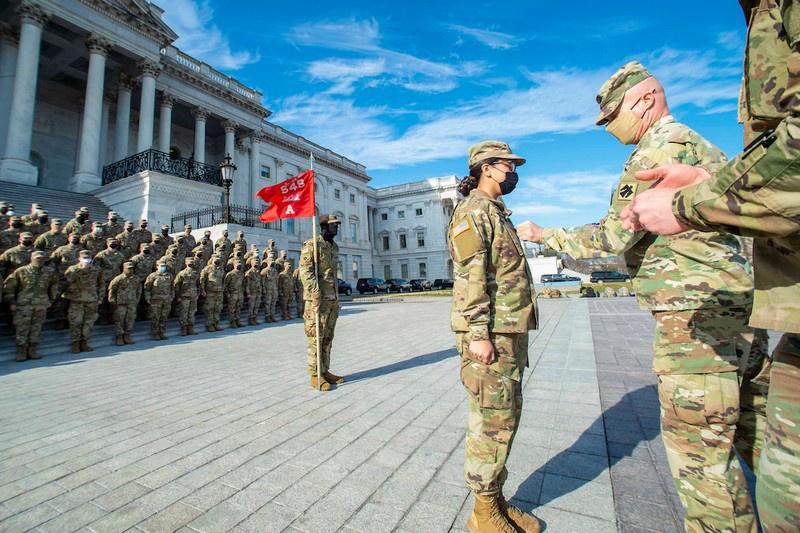 Указ позволяет всем квалифицированным американцам служить своей стране в военной форме.
