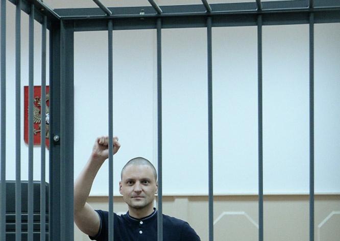 Лидера «Левого фронта» Сергея Удальцова Мосгорсуд признал виновным в организации массовых беспорядков и приговорил к 4,5 годам лишения свободы.