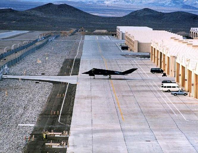 Авиабаза Тонопа входит в состав известной Зоны 51, включающей несколько полигонов и аэродромов созданных для секретных программ испытаний военной авиатехники.