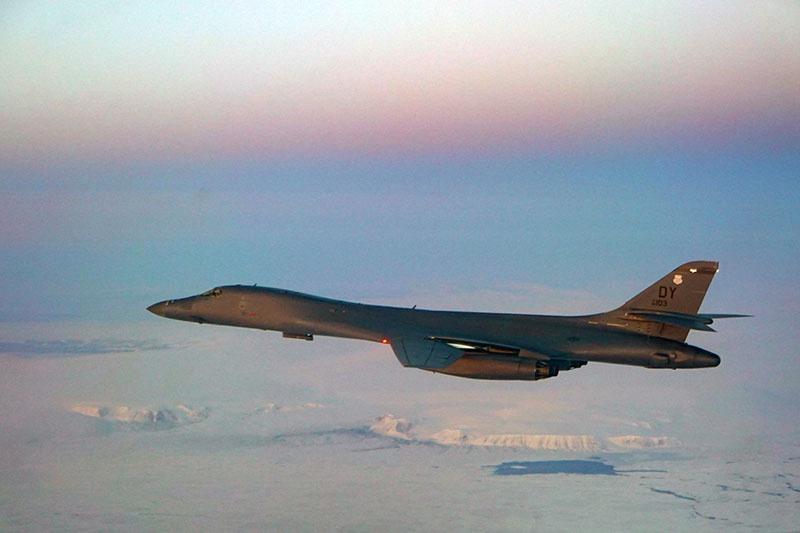 B-1 Lancer в норвежском воздушном пространстве недалеко от российских границ.