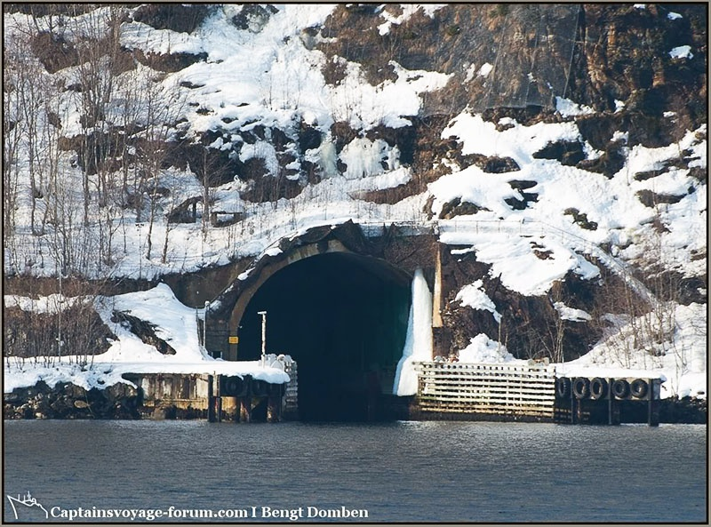 База Олавсверн представляет собой огромный подземный комплекс, высеченный внутри горы на уровне моря недалеко от города Тромсё.