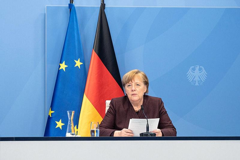 Ангела Меркель сказала, что «эксцессы» правых радикалов это - «не настоящая Германия».