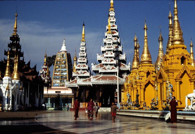 Становление Мьянмы, которую называют Страной золотых пагод - их здесь насчитывается более 2,5 тысяч - сопровождалось разногласиями среди бирманского высшего руководства, соперничеством местных князей и лидеров национальных меньшинств.