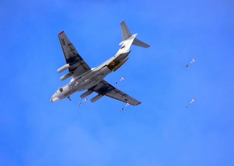 В прошлом году в ВДВ было проведено около 2.500 мероприятий оперативной и боевой подготовки, десантники совершили более 170.000 прыжков с парашютом.