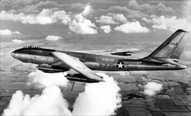 Американский самолёт-разведчик RB-47, который был уничтожен 1 июля 1960 года.