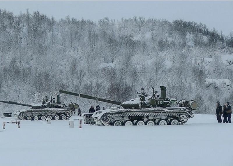 «Арктические» танки Т-80БВМ Северного флота задействовали в контрольных стрельбах на полигоне под Печенгой.