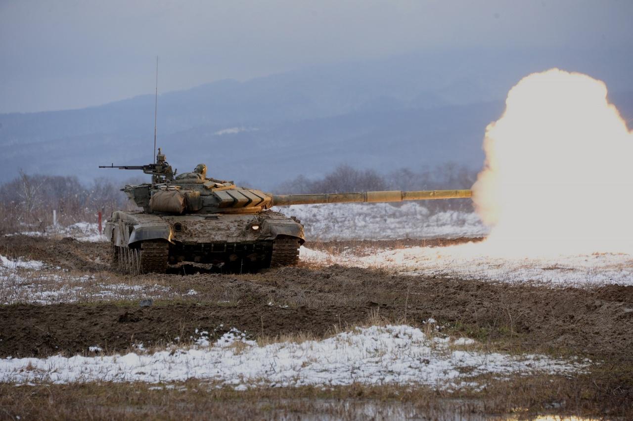 Экипажи танков Т-72Б3М на этапе боевых стрельб выполняют весь комплекс тактико-огневых упражнений в одном заезде.